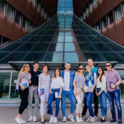 Varshava Menejment Universiteti