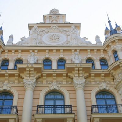 Riga Yuridika Maktabi